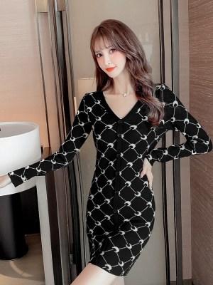 Jennie – BlackPink Black Moon Printed Dress (5)