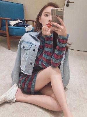 Jennie – BlackPink Multicolored Square Patterned Dress (4)