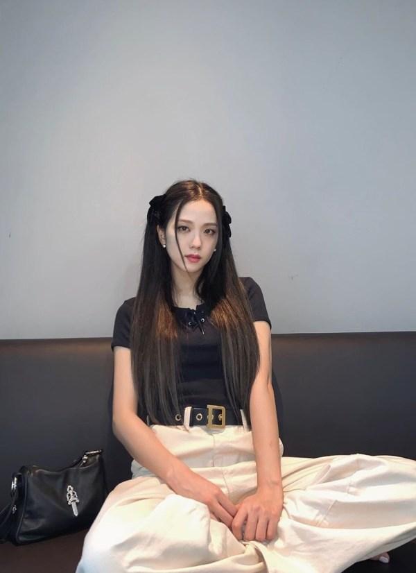 Black Lace Up Short T-shirt | Jisoo – BlackPink