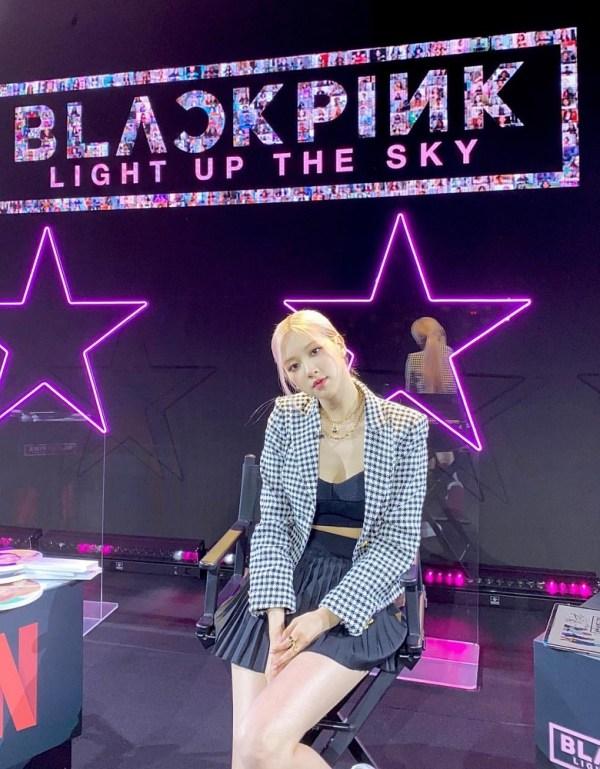 Black Pleated Skirt | Rose – BlackPink