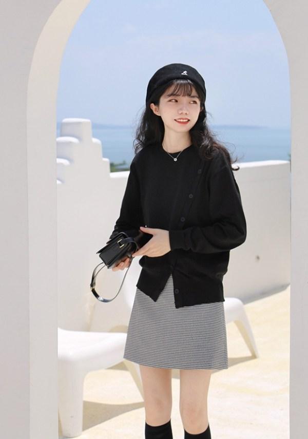 Black Diagonal Button Cardigan | Yeji – ITZY