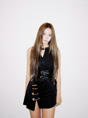 Black Dress With Safety Pins | Jisoo -BlackPink