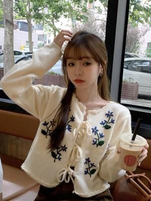 Lisa – BlackPink Flower Embroidered Cardigan Set (26)