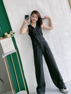 Jennie – BlackPink Black Suit Vest (7)