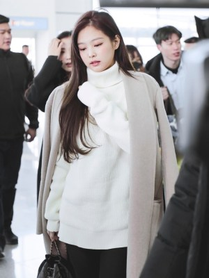 Knitted Turtle Neck Sweater | Jennie – BlackPink