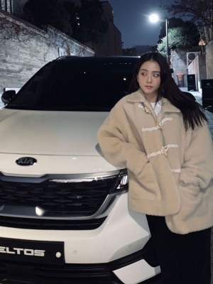 Beige Lamb Wool Coat | Jisoo – BlackPink