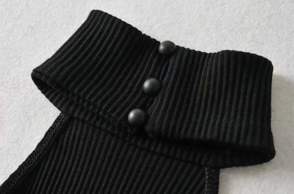 Black Open-Back Turtle Neck Top | Lisa – BlackPink