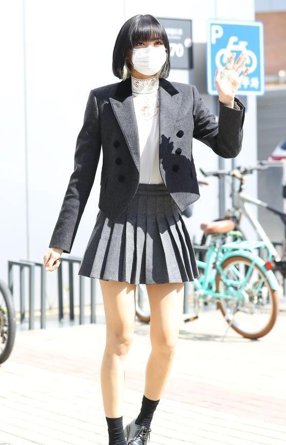 Grey Pleated School Style Skirt | Lisa – BlackPink