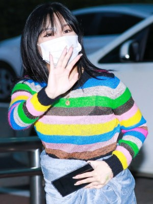 Rainbow Striped Sweater | Wheein – Mamamoo