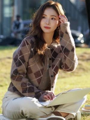 Brown Argyle Patterned Cardigan | Oh Mi Joo – Run On