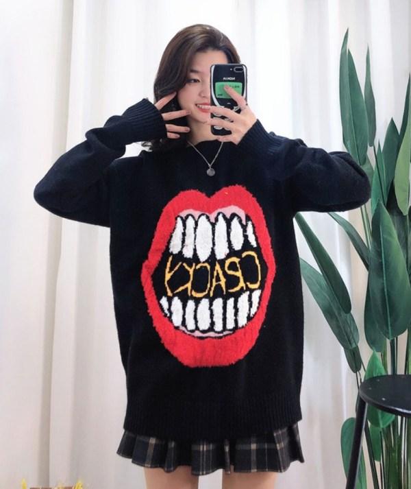 Big Red Lip Sweater | The8  – Seventeen
