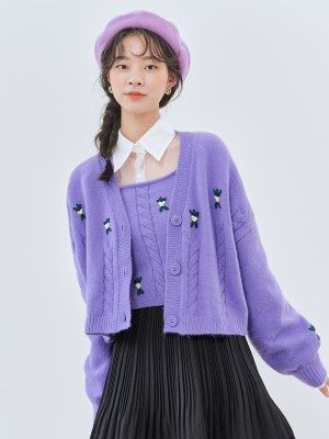 IU – Purple Embroidered Knit Cardigan (4)