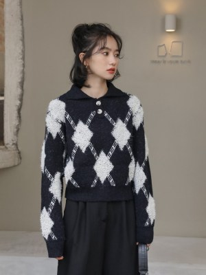 Soojin – (G)I-DLE Black Collared Knit Sweater With Argyle Pattern (6)