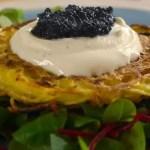 Röstis (galettes de pommes de terre) et œufs de poisson