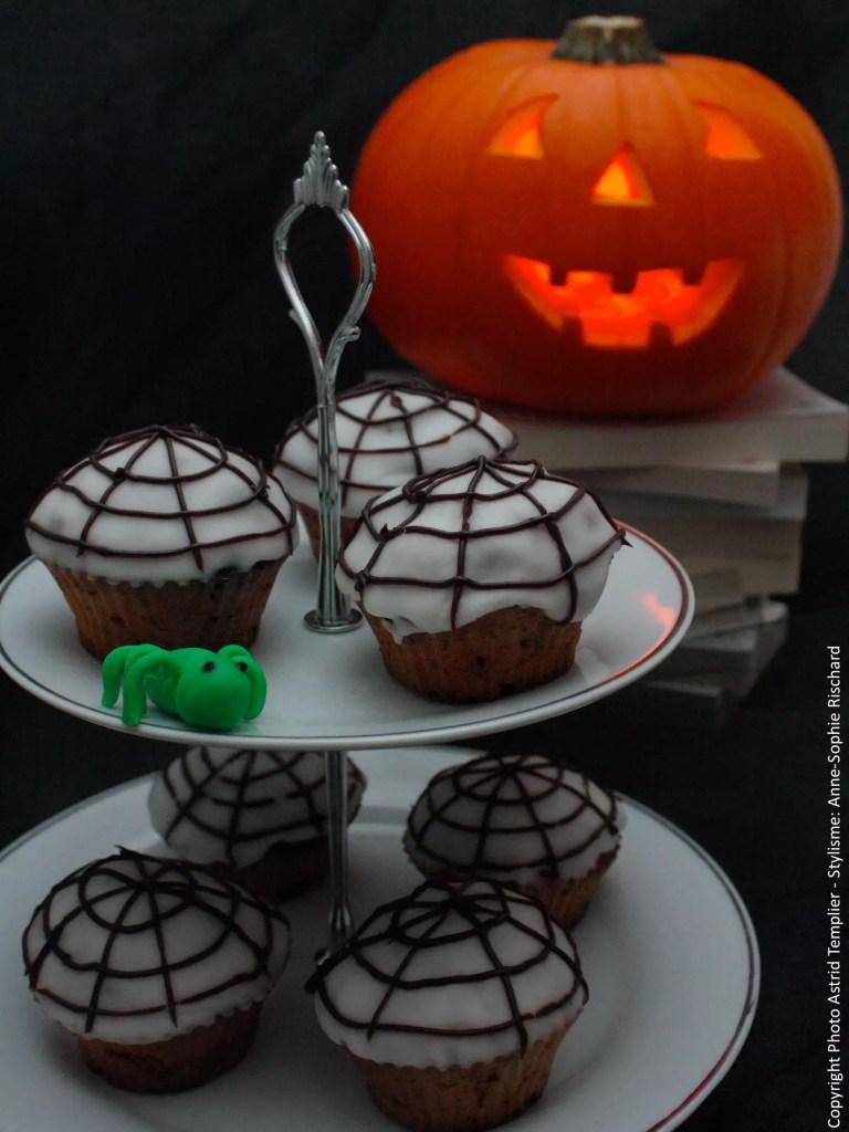 carrot cupcakes glaçage toile d'araignée