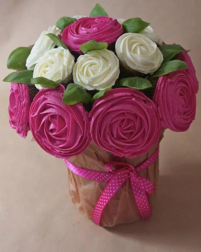 bouquet de cupcakes rose contre le cancer du sein. Black Bedroom Furniture Sets. Home Design Ideas
