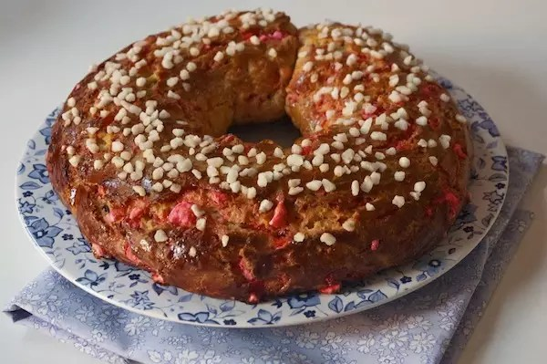 couronne-rois-brioche-pralines-roses