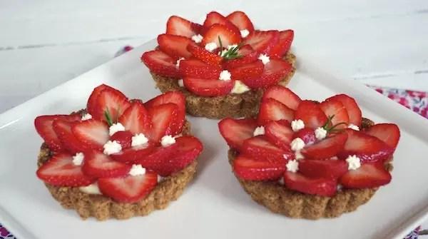 tartes-fraises-romarin-pate-croustillante-avoine