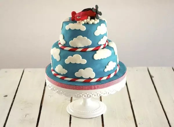 plane-clouds-cake-decoration