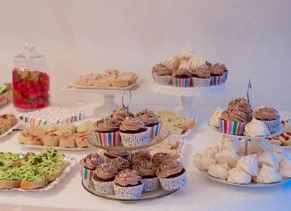 buffet-cupcakes-meringues