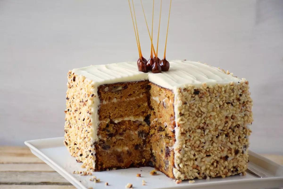Carrot cake cubique et noisettes caramélisées