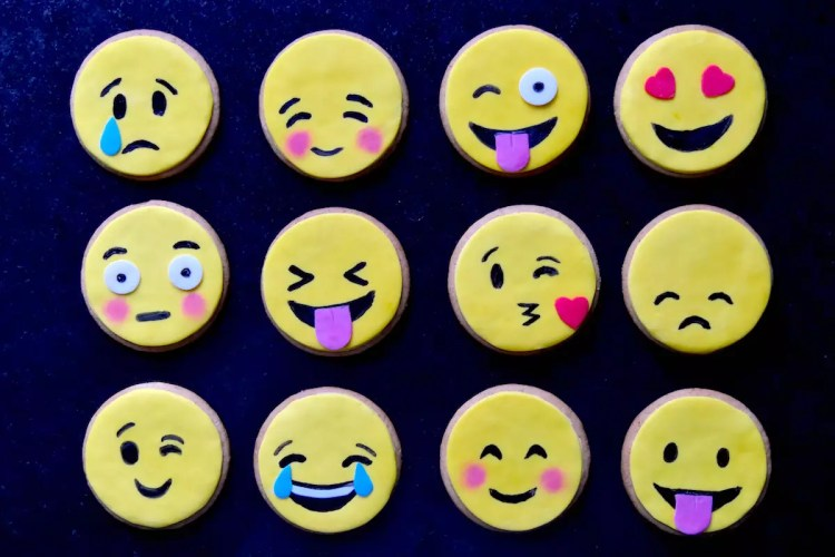 😍 😂 😜 😢 😚  – Biscuits Emojis / Emoticônes faciles
