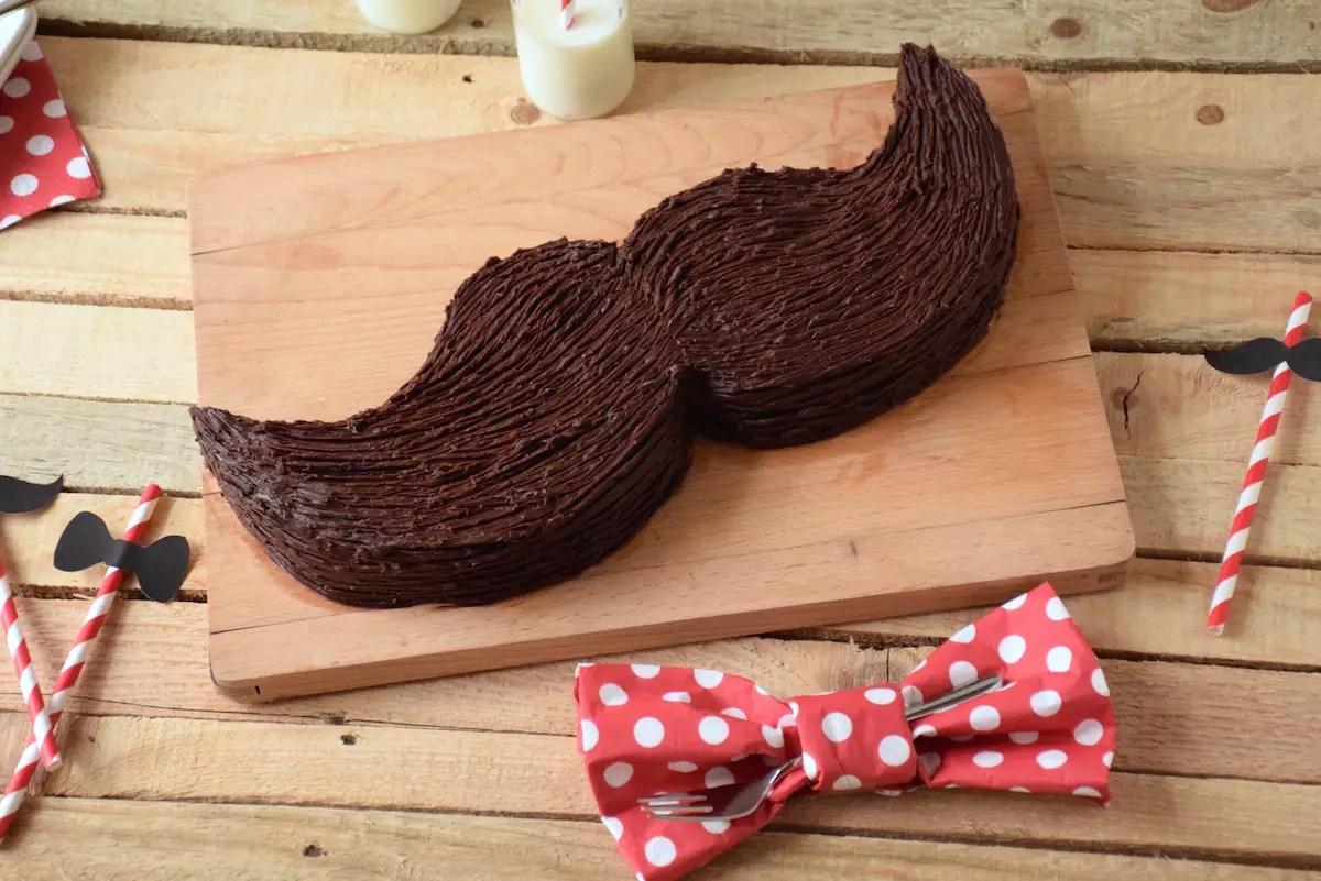 Gâteau moustache en ganache