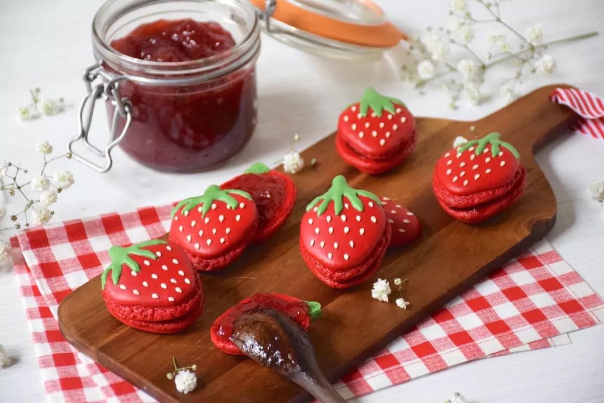 Macarons fraises en forme de fraise