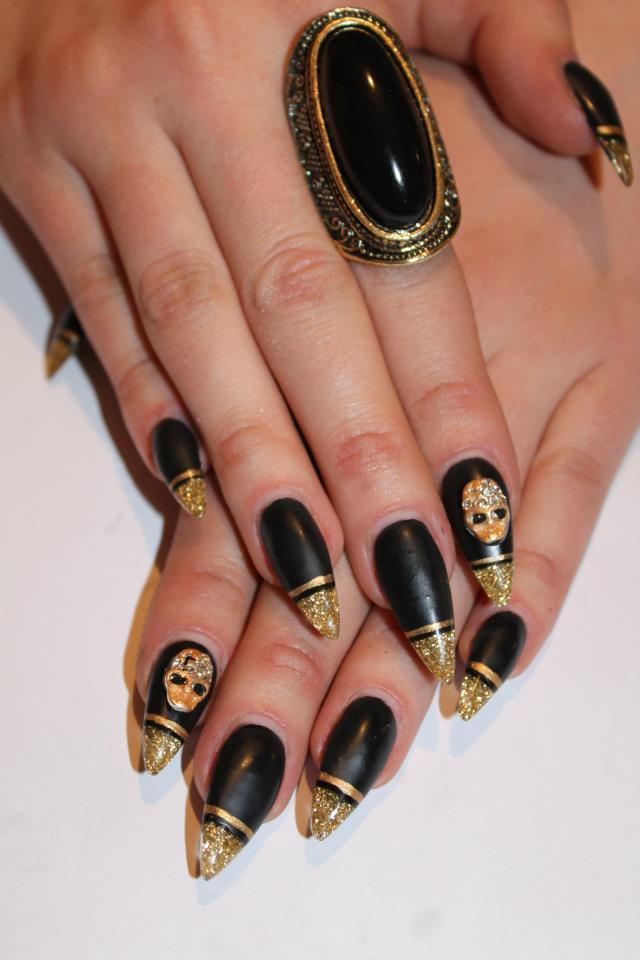 Golden Gliter Nail Art 17