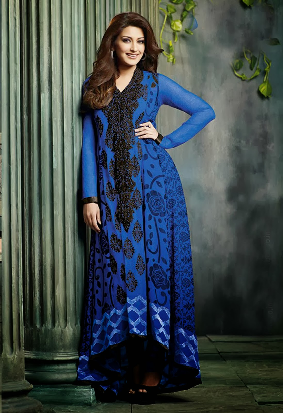 Sonali Bendre in Stylish Designers Bollywood Anarkali Suit