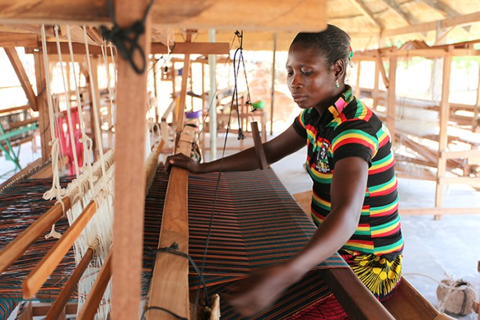 weaving-stella-jean-fabric-in-burkina-faso-c-chloe-mukai-itc-ethical-fashion-initiative