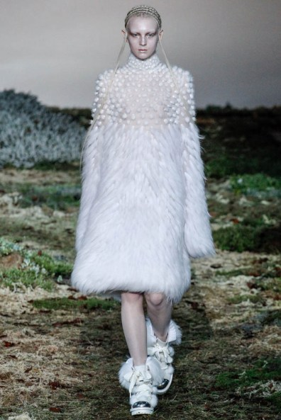 alexander-mcqueen-fall-winter-2014-show13
