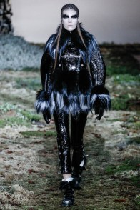 alexander-mcqueen-fall-winter-2014-show16