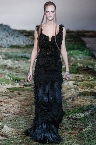 alexander-mcqueen-fall-winter-2014-show29
