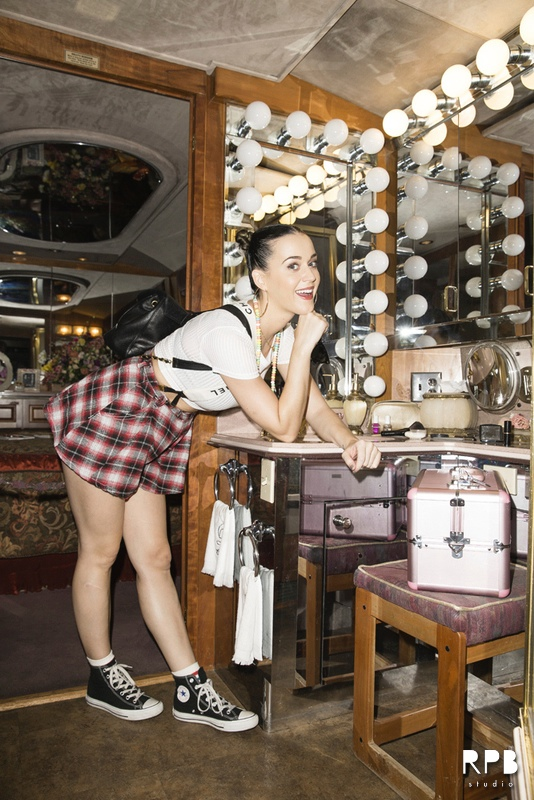 Katy Perry Wears Topshop Chanel Suspenders While Visiting Dollywood