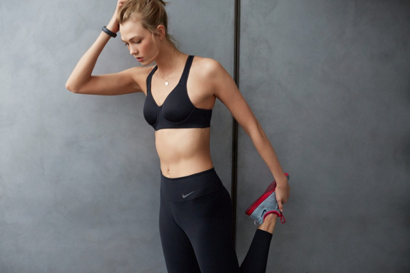Fall Vibes Wallpaper Karlie Kloss Works Out In Nike S Fall Collection For New