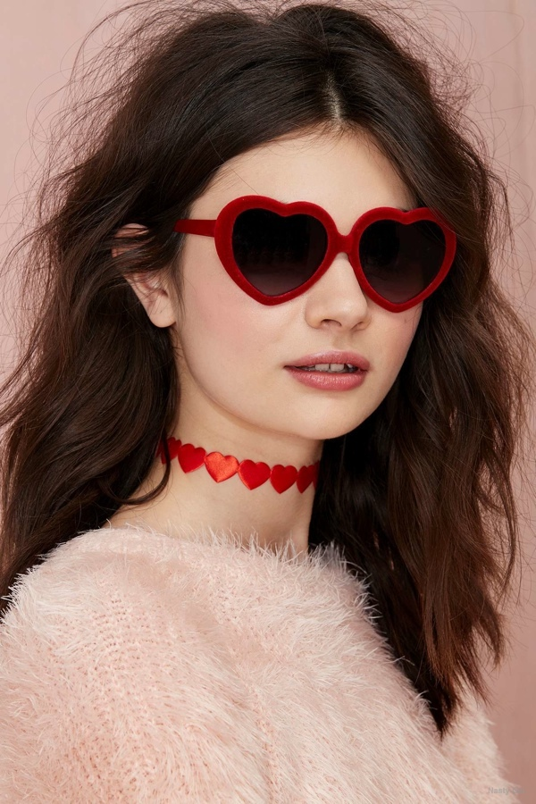 Hearts Up 6 Valentines Day Themed Fashion Items