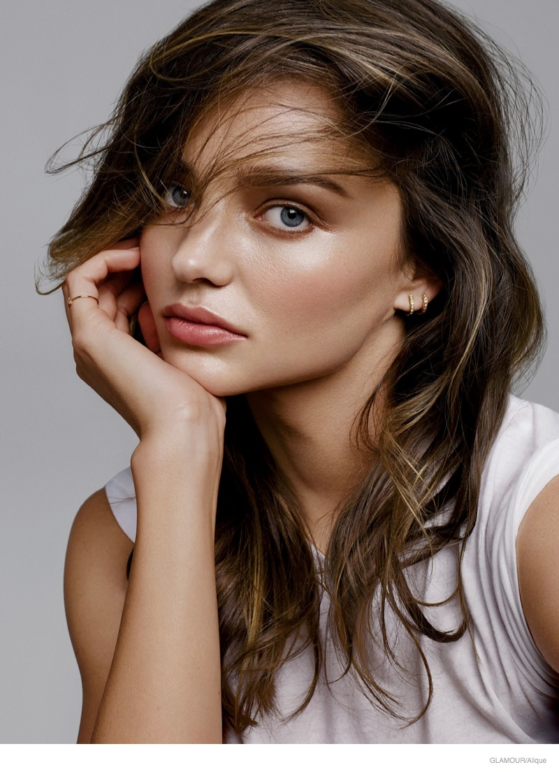 Miranda Kerr Takes On Springs Hottest Lipstick Shades in