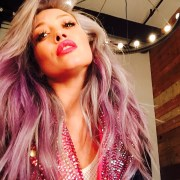 hilary duff debuts pink hair