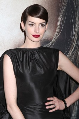 Anne-Hathaway-Short-Hairstyle-Side-Part