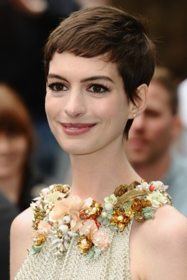 Anne-Hathaway-Short-Pixie-Haircut