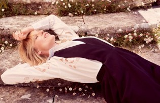 Eva-Herzigova-ELLE-Italy-August-2015-Cover-Editorial07