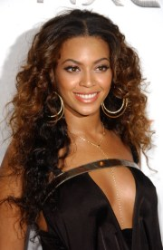 beyonce-brown-wavy-hairstyle