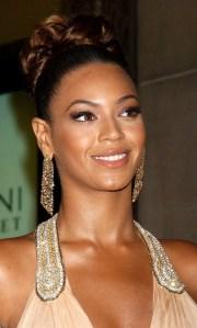 beyonce-top-knot-bun-hairstyle