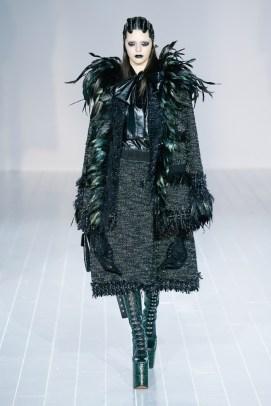 Kendall Jenner walks Marc Jacobs' fall-winter 2016 runway show