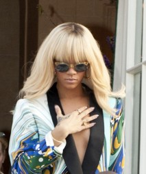 Rihanna-Long-Blonde-Hairstyle-Bangs