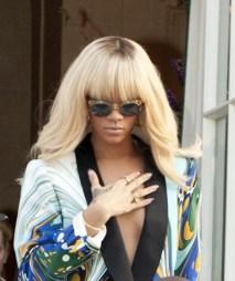 Rihanna-Long-Blonde-Hairstyle-Bangs