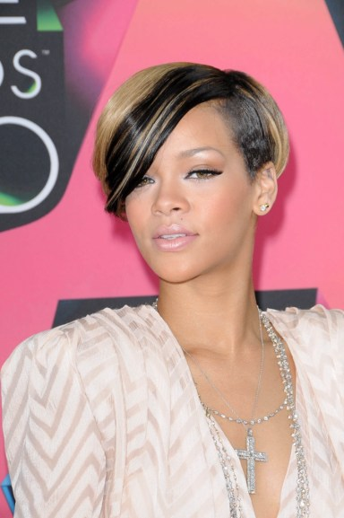 Rihanna-Short-Blonde-Black-Hairstyle