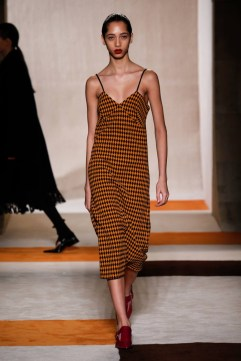 Victoria-Beckham-2016-Fall-Winter-Runway05