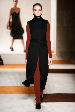 Victoria-Beckham-2016-Fall-Winter-Runway13